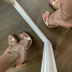 Heeled sandals rose gold